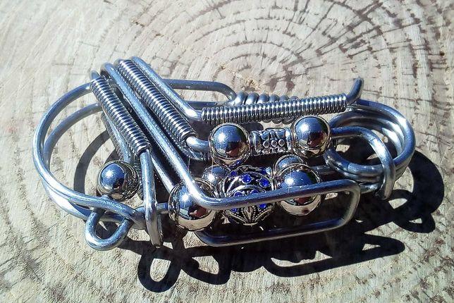 Стильний брелок карабін для ключів