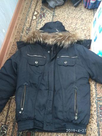 Зимняя куртка на синтепоне на подростка в хорошем состоянии с мехом