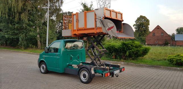 2009r mała śmieciarka miejska z wysięgiem na VW T5 z Niemiec