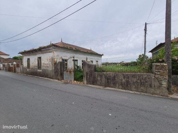 Moradia V2/V3 - T2/T3 para reabilitar/reconstruir no Bunheiro (Murtosa