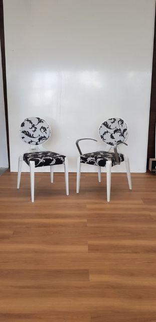 Biało czarne krzesła komplet
