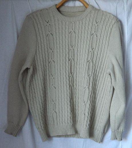 Женский свитер джемпер светло-серый на невысокую женщину