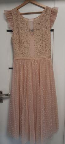Tiulowa haftowana sukienka