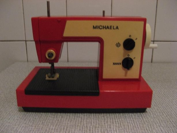 Детская швейная машинка Michaela