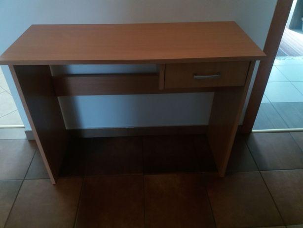 biurko drewnopodobne
