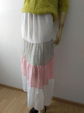 Długa lekka pastelowa spódnica