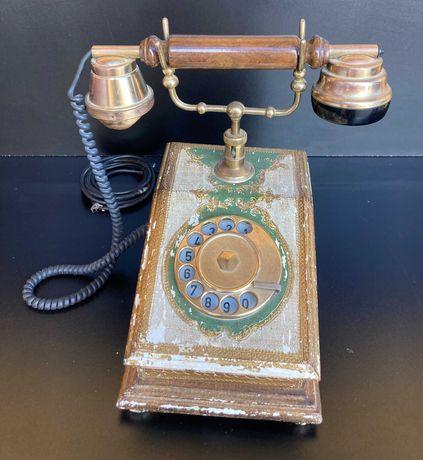 Telefone de mesa antigo