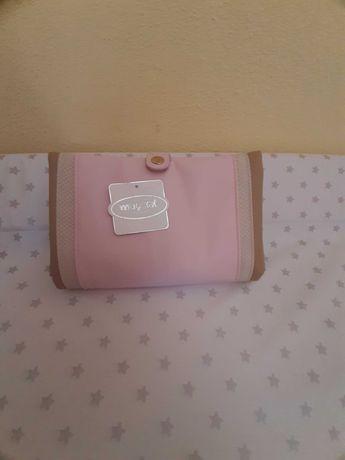 Muda fraldas bebé compacta e dobrável em forma de bolsa Mayoral NOVA