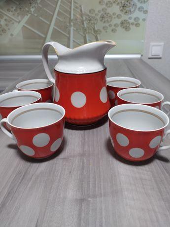 Глечик і шість чашок