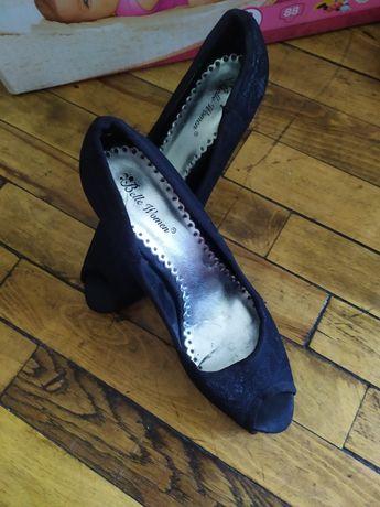 Віддам взуття актуально