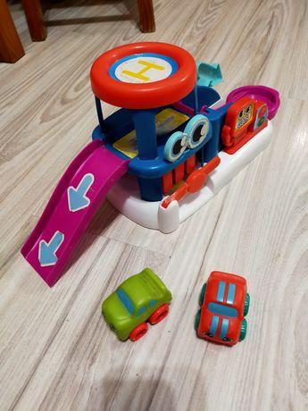 Zjeżdżalnia dla samochodów, 2 autka w zestawie.