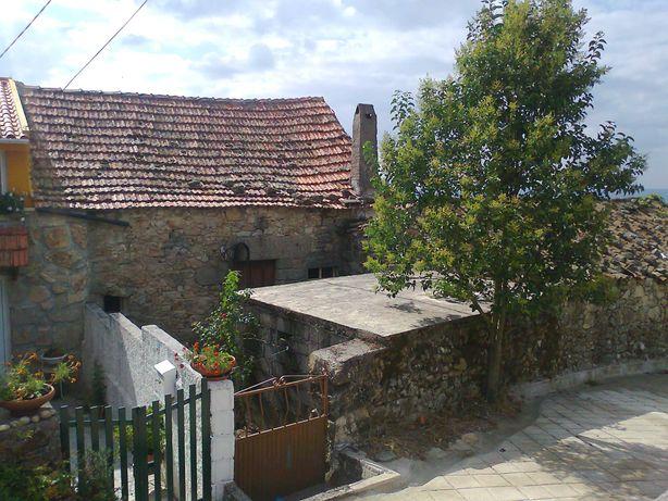 Casa de Campo revestida em pedra para recuperar