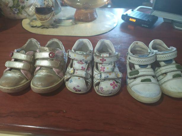 Дитяче взуття для дівчинки