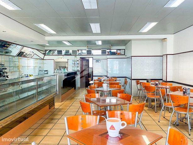 Cafe ou Pastelaria Mobilada e Equipada no Cacem