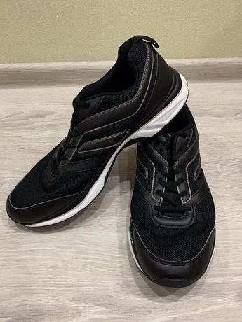 Продам кроссовки Demix размер 43