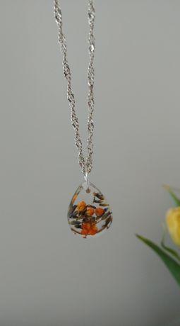 Ręcznie wykonany wisiorek srebrny, zatopione kwiaty