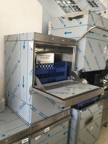 Máquina de Lavar Louça Industrial.