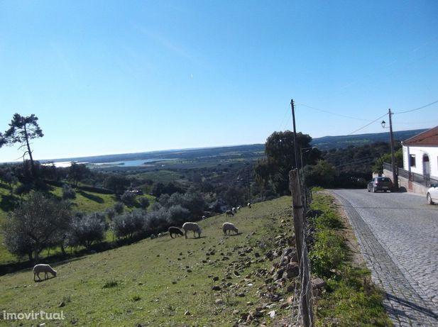 Terreno em São Bartolomeu do Outeiro - Évora