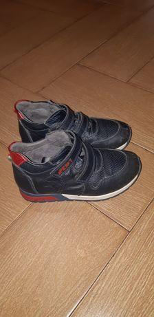 Продам кожаные детские ботинки.