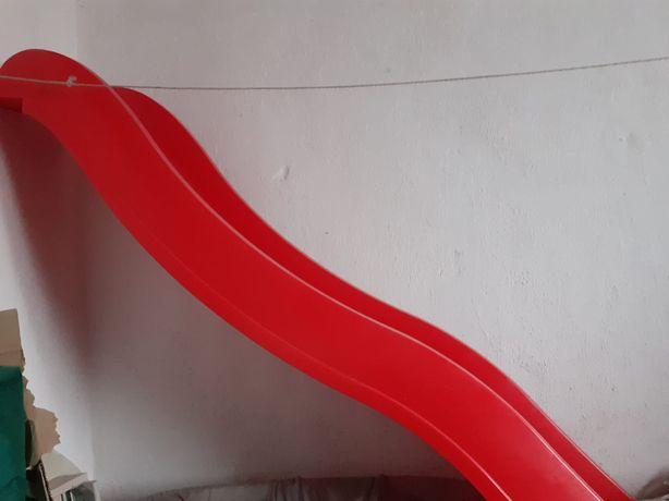 Zjeżdżalnia - plac zabaw dziecięca czerwona