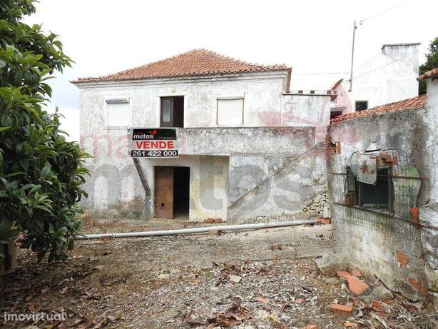 Moradia V4 localizada na Freguesia do Reguengo Grande.