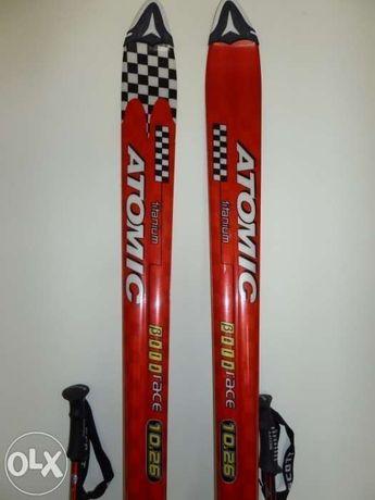 Skis Atomic Beta Race 10,26 como novos. Comprimento 1,95 m