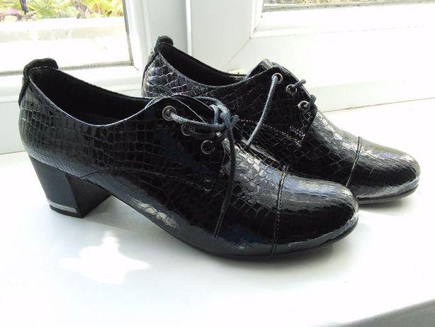 Продам стильні жіночі черевички