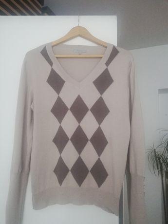 Sweterek w ozdobnymi mankietami