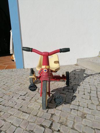 Vendo triciclo imaginário