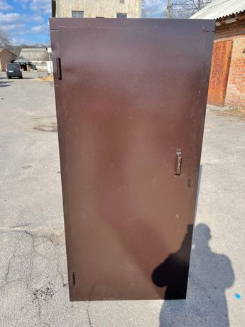 Распродажа двери металические новые технички