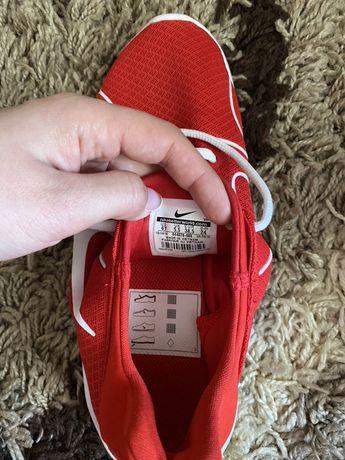 Продам оригинальные кроссовки Nike