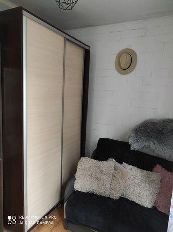 Szafa z drzwiami z suwanymi
