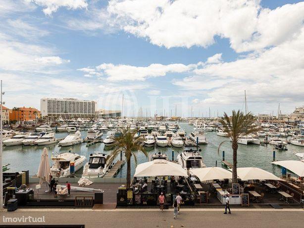 Apartamento T0 com varanda e vista, na Marina de Vilamour...