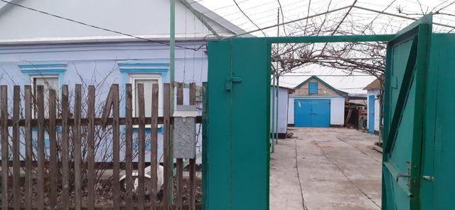 Продам жилой дом в с.м.т Мангуш с гаражем и летней кухней