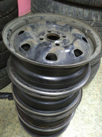 Штатные железные диски с Хюндай 14 радиус разболтовка 4-100. Недорого.