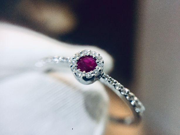 Золотое кольцо с Бриллиантами и Рубином. Diamond Line. 750 проба.