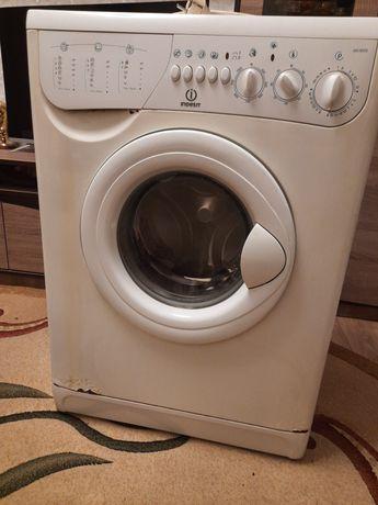 Продам пральну машину indesit
