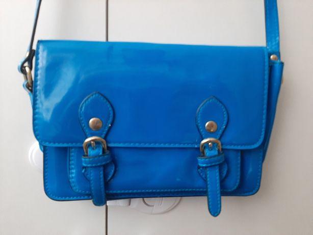 Torebka  damska mała kopertówka niebieska lakierowana