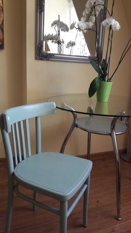 dwa krzesła po renowacji