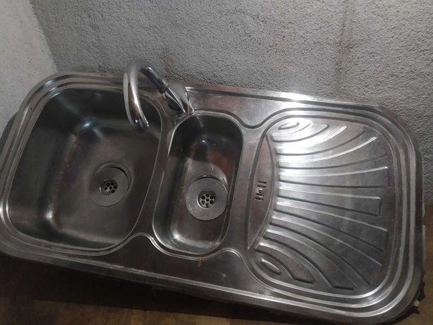 Lava-loiça com torneira