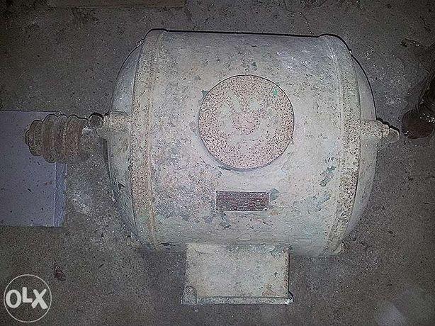Motor Elétrico 1440 rpm; Freq: 50; A: 5,9; HP: 5