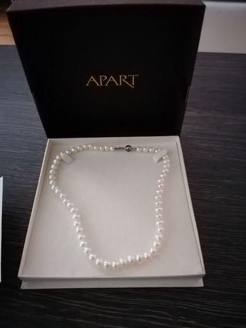 Białe perły Apart