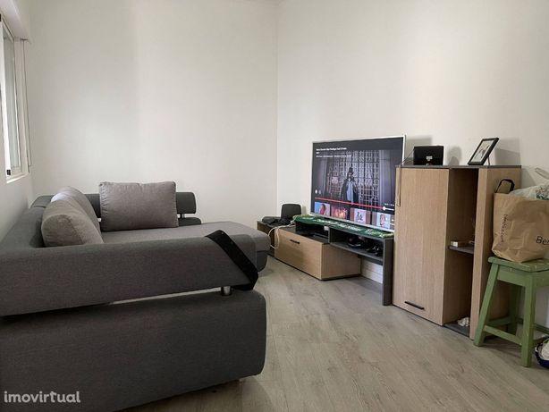Apartamento T2 R/C Com Quintal Fechado
