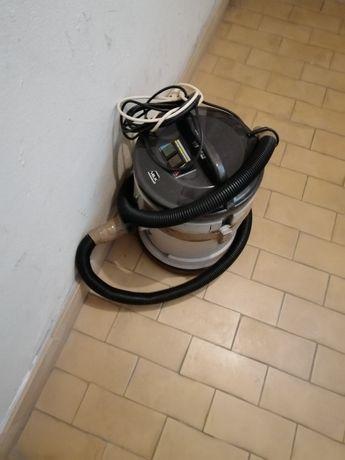 Aspirador de cinzas usado a funcionar