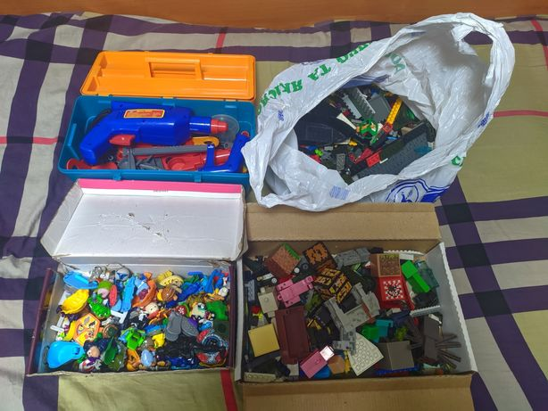Тонна игрушек для детей