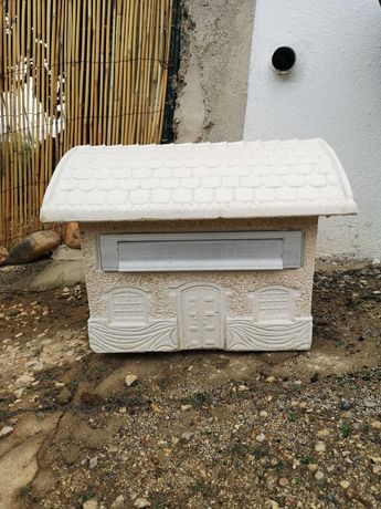 Caixa de correio em brita