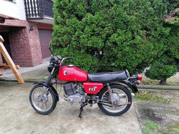 Piekny Motocykl MZ ETZ