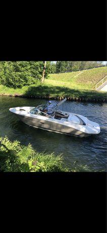 Łódź motorowa SEA RAY 220 Bowrider 5.0 V8 260KM