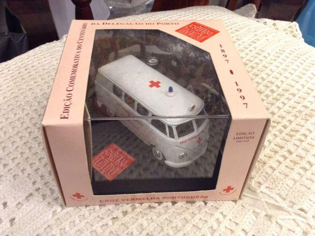 Ambulância Cruz Vermelha Portuguesa - VW combi Pão de Forma - VITESSE
