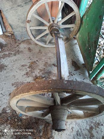 Колесо деревянное старое